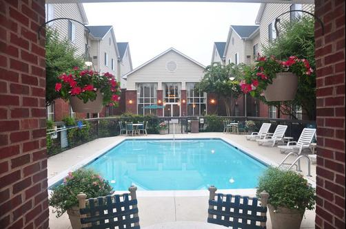 Homewood Suites by Hilton Charlotte Airport - Charlotte - Uima-allas